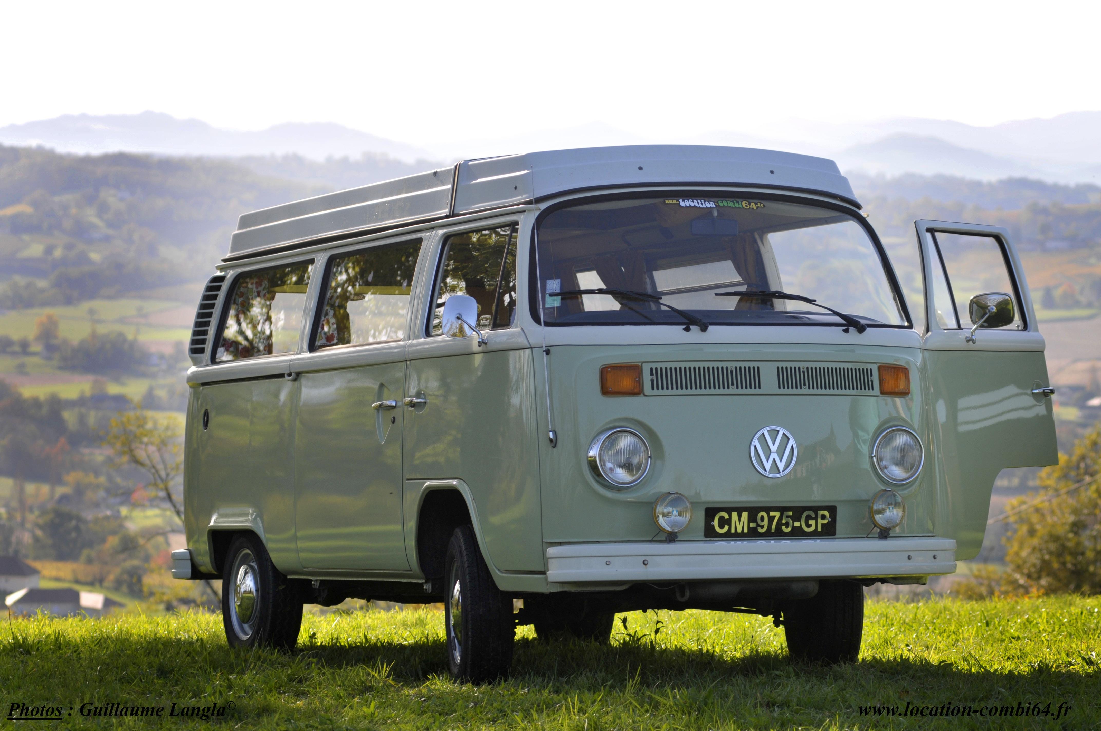 présentation d'un combi VW devant les Pyrénées
